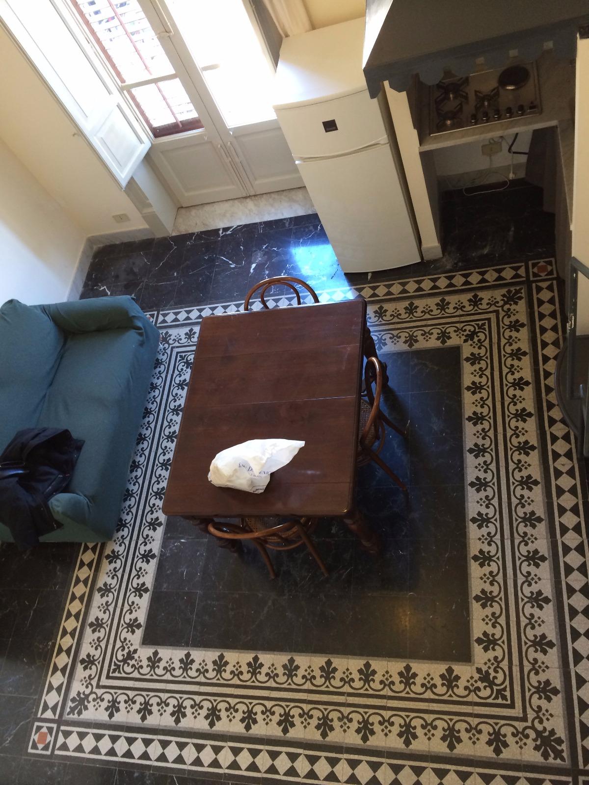 Bivani arredato via garzilli agenzia cosentino for Appartamento arredato palermo
